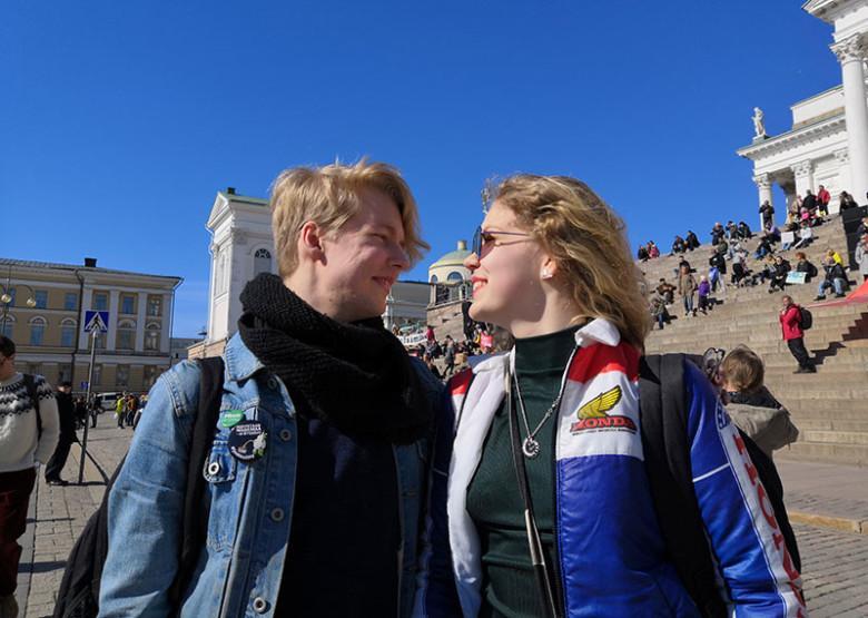 Pyry ja Sara ilmastomarssilla.